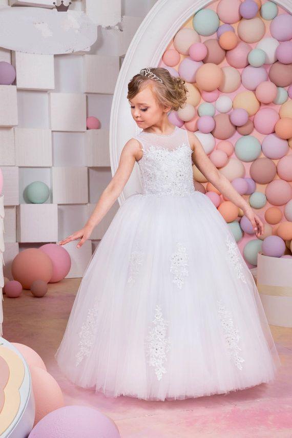 3ed8649e9e1 Großhandel Neue 2018 Spitze Ballkleid Weiße Blume Mädchen Kleider  Pailletten Kinder Hochzeit Kleid Lange Erstkommunion Kleider Für Mädchen  Prinzessin Von ...