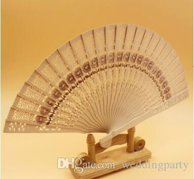 Livraison gratuite Mariage Faveurs Cadeau Fans Chinois sculpté pliant parfum bois ventilateur à la main