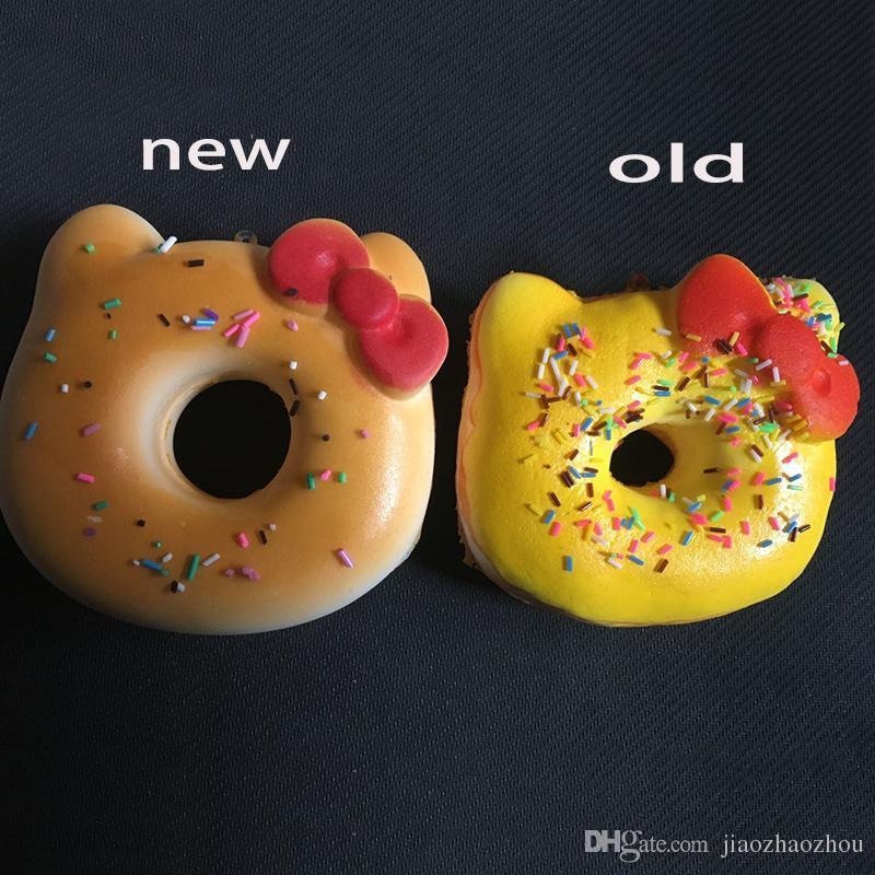 New squishies all'ingrosso Super squishy jumbo kawaii raro ciao kitty ciambella squishy con etichette giocattolo morbido cuscino a mano