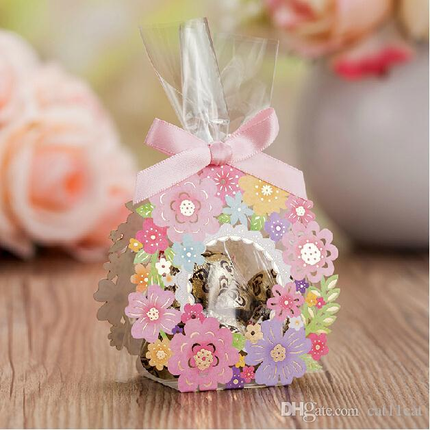 Laser geschnittene Hochzeitsbevorzugungskästen, die Geschenke für Gastblumen-Pralinenschachtel 50 PC Wedding Candy Bags Pink Small Paper Chocolates Box