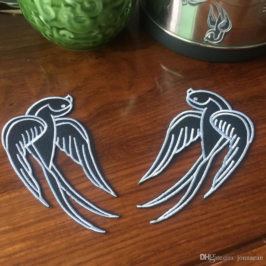 Cool Black Tattoo Sparrow Swallow parche bordado hierro en Motocicleta Biker Parche de hierro en la ropa Emo Punk Patch 4.25