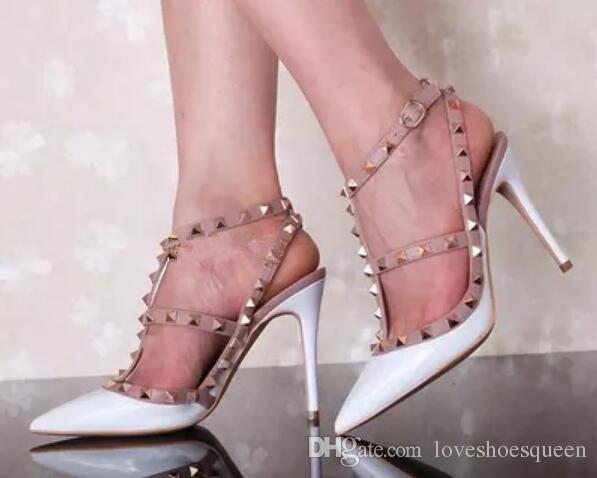 2017 de charol claveteado tachonado tacones delgados zapatos de boda mujer T-correa de remache sandalias de gladiador sexy tobillo hebilla de correa sandalias