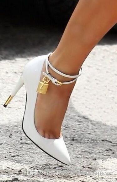 2017 negro desnudo blanco charol zapatos de tacón alto de las mujeres del dedo del pie puntiagudo tobillo-Lock mujeres bombas hebilla correa zapatos de fiesta