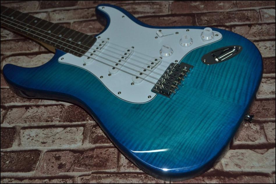 Venda por atacado - Alta qualidade mais novo bule Maple top ST guitarra elétrica Top instrumentos musicais HOT