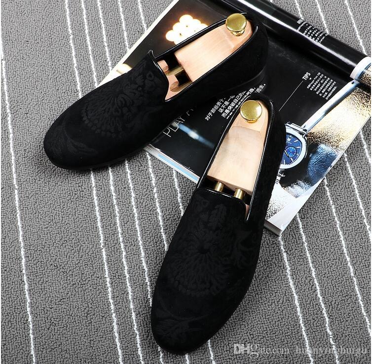 تعزيز جديد 2018 الربيع الرجال المخملية متعطل حفل زفاف أحذية أوروبا نمط مطرزة الأزرق الأحمر المخملية النعال القيادة الأخفاف AXX442