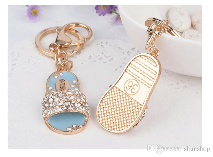 Nuovo modo caldo creativo pantofole forma portachiavi in lega ragazze ornamenti borsa portachiavi regali gioielli coppia