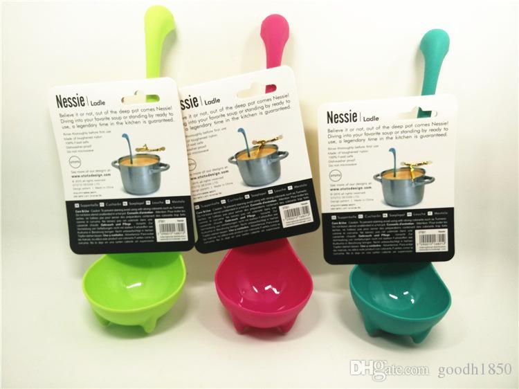 Tre colori Bello e ben utilizzare un cucchiaio da minestra lungo, mestolo in piedi di forma di cigno di bellezza