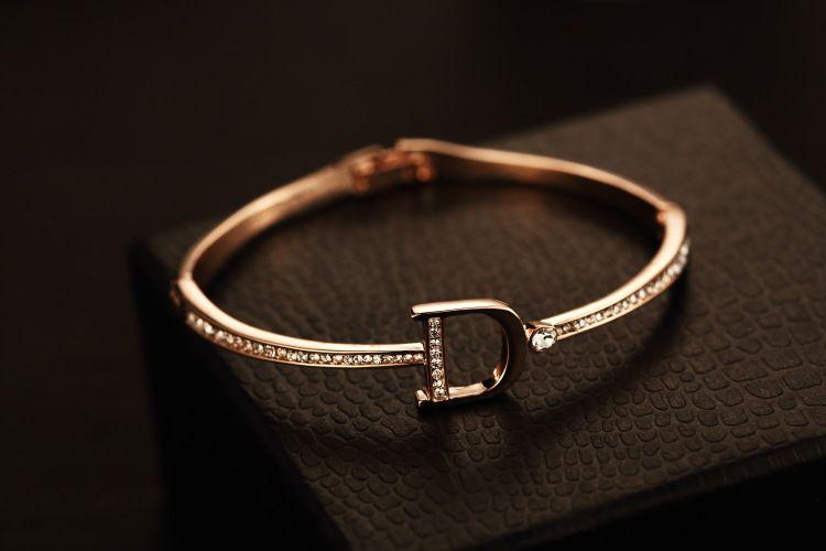 Einzelhandel Frauen Manschette Armband Vintage 18 Karat vergoldet Zirkon Brief Charms Armband Armreifen Für Party Koreanische Marke Schmuck