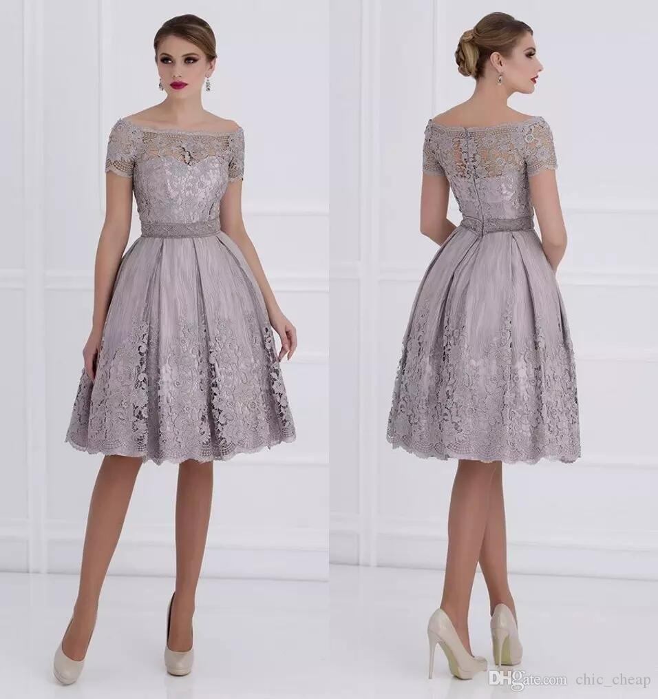big sale f7ec3 dc8a1 2018 Spitze Knielang Kleider für die Brautmutter Bateau mit kurzen Ärmeln  A-Linie für Brautjungfernkleider Elegante Abendkleider