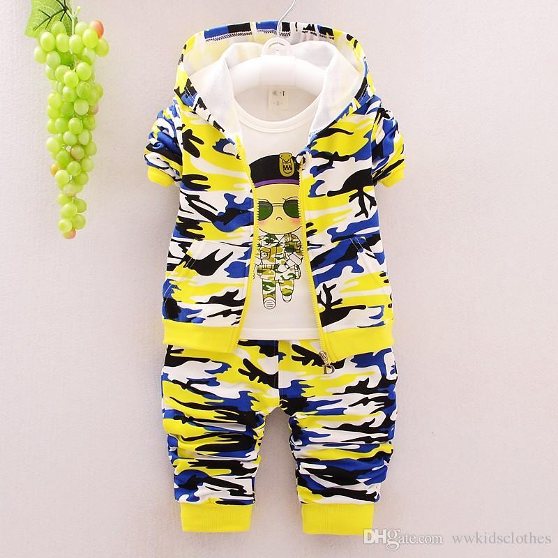 2017 Sonbahar Çocuk Giyim Takım Elbise Bebek Kız Erkek Takım Elbise Kamuflaj Renk Pamuk Kapüşonlu Mont + T Gömlek + Pantolon Bebek ço ...