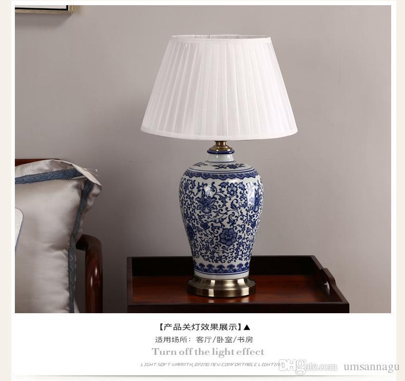 중국어 파란색과 흰색 도자기 책상 램프 현대 Dimmable 중국 꽃 독서 램프 홈 실내 침실 거실 침대 침대 사이드 테이블 라이트