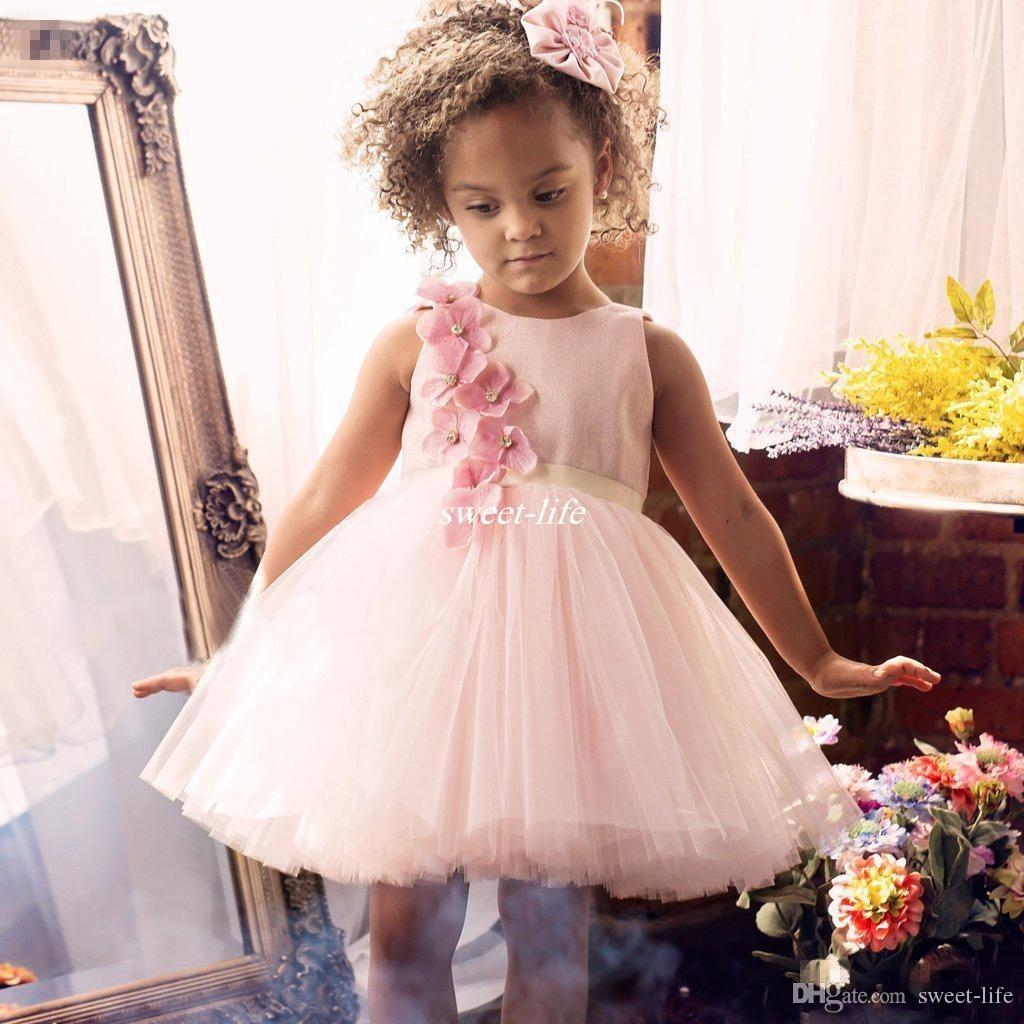 Nette Hochzeit Blumenmädchen Kleider 2020 Rosa Günstige Kleine Mädchen Bogen Handgemachte 3D Florwes Junior Brautjungfer Kleid für Jugendliche Formale Party Wear