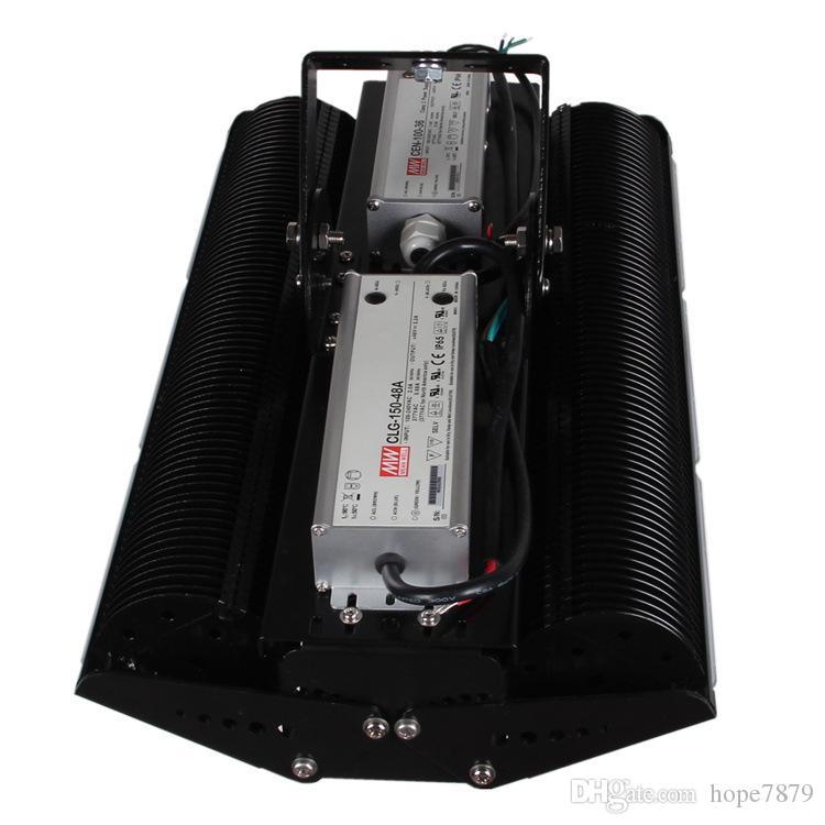 Werksverkauf 100 W 150 W 200 W LED-Flutlicht-Tunnelbeleuchtungen mit 50 W / Modulen, SMD3030-Chip und Lamellenkühler