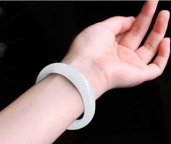 Xinjiang Hetian jade naturel Un bracelet de jade blanc fret blanc femelle bracelet jade