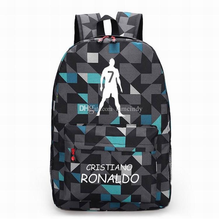 5b59c962e Compre Ronaldo Mochilas Niños Bolsos Escolares Niños Niñas Mochila  Adolescentes Madrid Estrella De Fútbol Recuerdo Hombres Bolsas De Deporte A  $21.83 Del ...