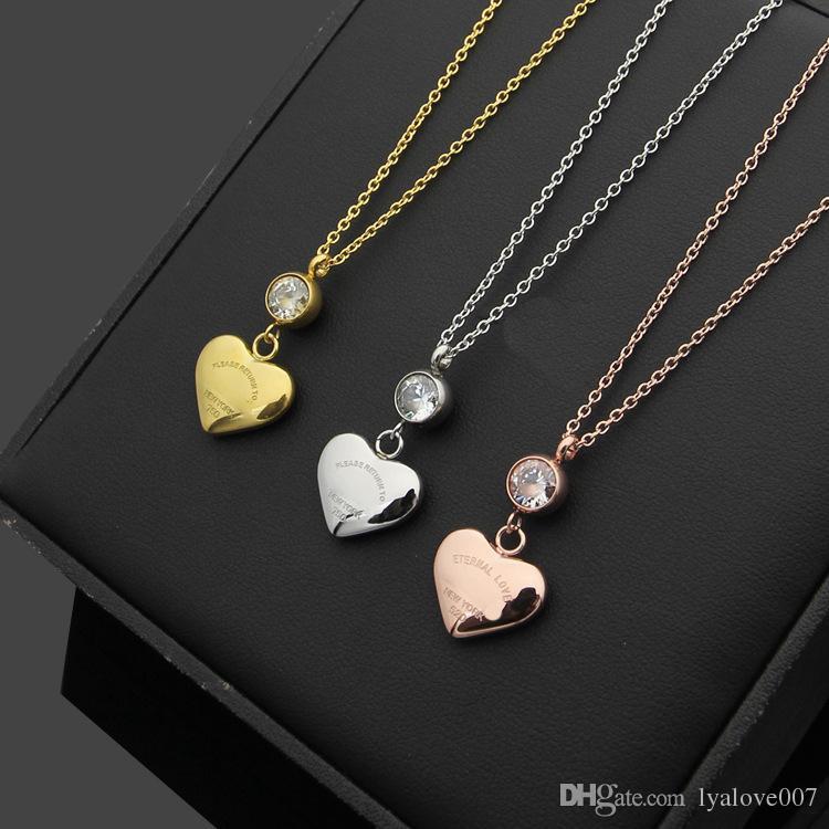 c1f14fe2f085 Compre Nuevo Acero Inoxidable Amor Colgante Collar De Corazón Mujeres Plata    Oro   Oro Rosa Cadenas De Cristal Gargantilla Collares Para Mujeres  Joyería De ...