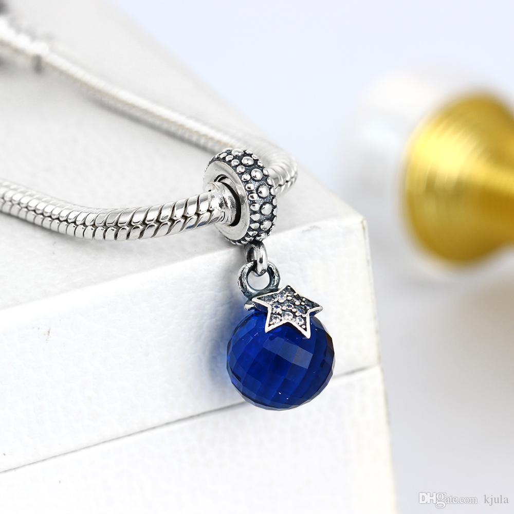 Light of the Moon Zirkonia Silber Hängende Charm atches das Licht und ist akzentuiert mit einem schimmernden Zirkonia besetzt Stern
