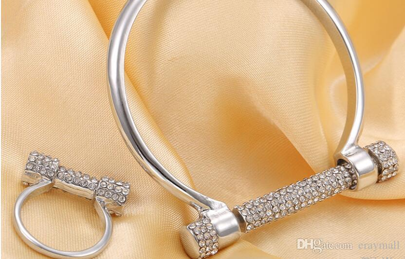 Lleno de diamantes letra D pulsera brazalete anillos herradura tornillo buena calidad pulseras un color envío gratis