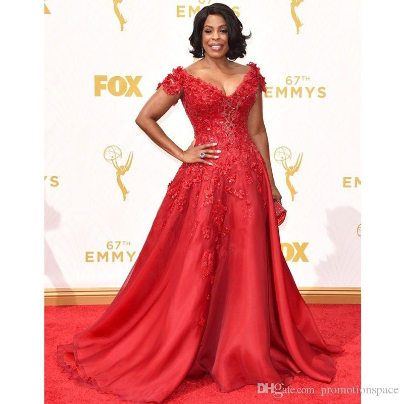 Abiti celebrità Glarmous Red Lace maniche corte Abiti Niecy Nash Red Carpet 67 ° Emmy Awards Sexy scollo a V in organza Abiti da sera