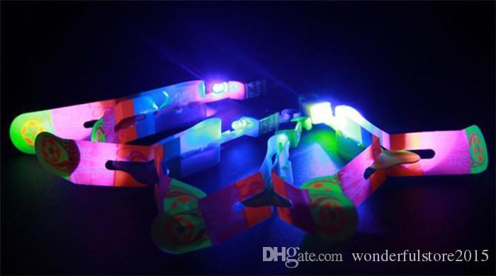 Hotest novità bambini LED giocattoli volanti più grande dimensione Slingshot elicottero stupefacente della freccia i rifornimenti della festa di compleanno