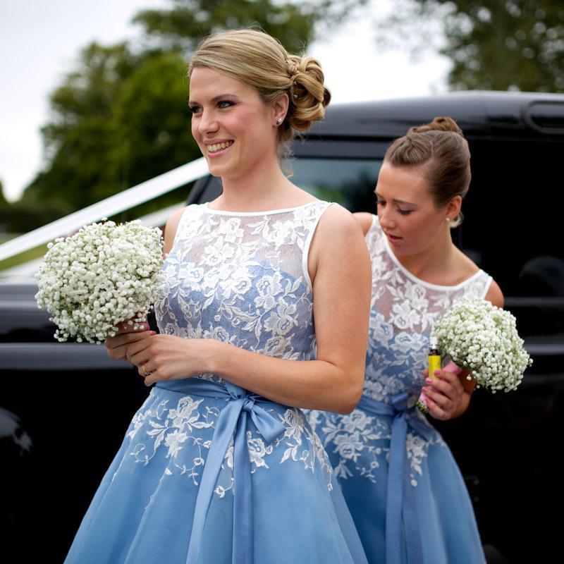 2017 NOUVELLES Robes de demoiselle d'honneur De Jeu de bijoux Dentelle 3D Floral Appliques Organza Wedding Guest Wear Plus Taille Taille Longueur du thé Maid d'honneur Robes de fête