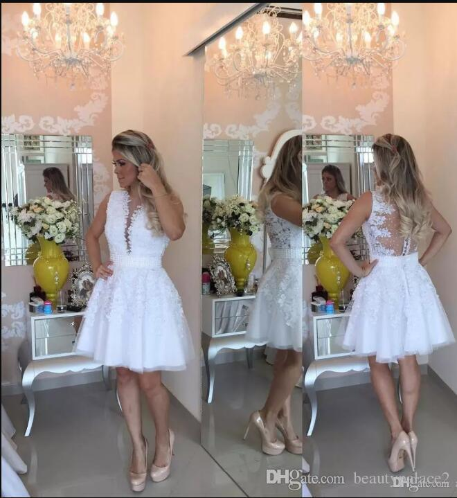 Sexy White Pearls Homecoming Dresses 2018 Applique Lace Tulle Short