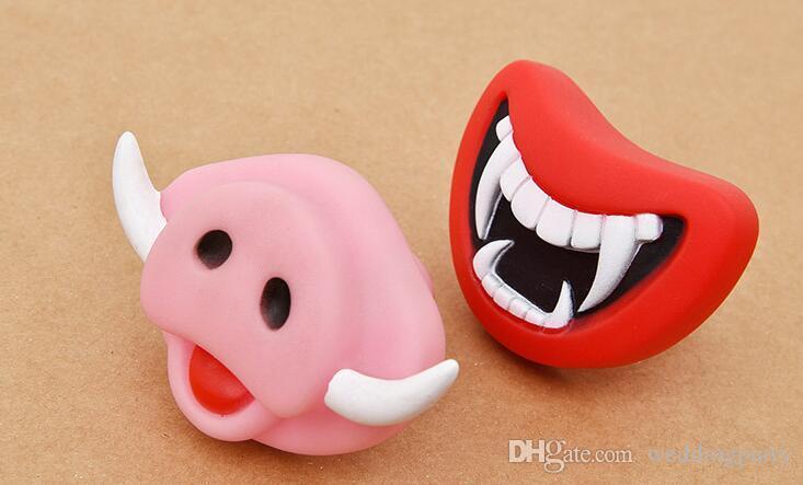 pacote de varejo Novo Durável Seguro Squeak Engraçado Brinquedos Do Cão Devil's Lip Som Cão Jogando / Chewing Filhote De Cachorro Fazer O Seu Cão Feliz