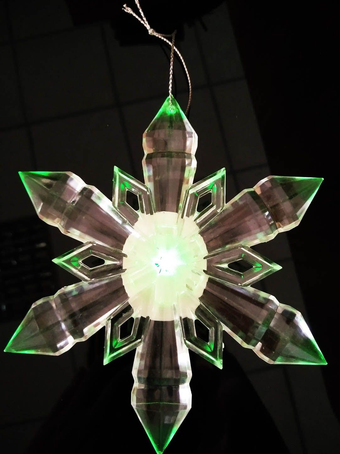 New brand LED window suction snowflake decoration light christmas festive decorations acrylic fascinating snowflake design drop shipping