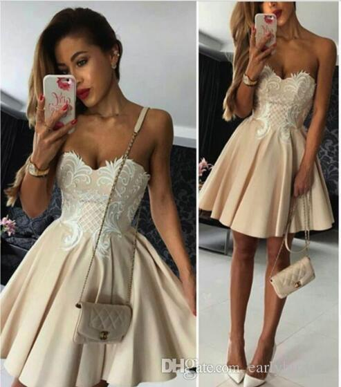 2017 Classic Short Champagne Homecoming Dresses for Juniors Lace Appliques Sweetheart Cocktail Graduation Dress A Line Mini Prom Party Gowns