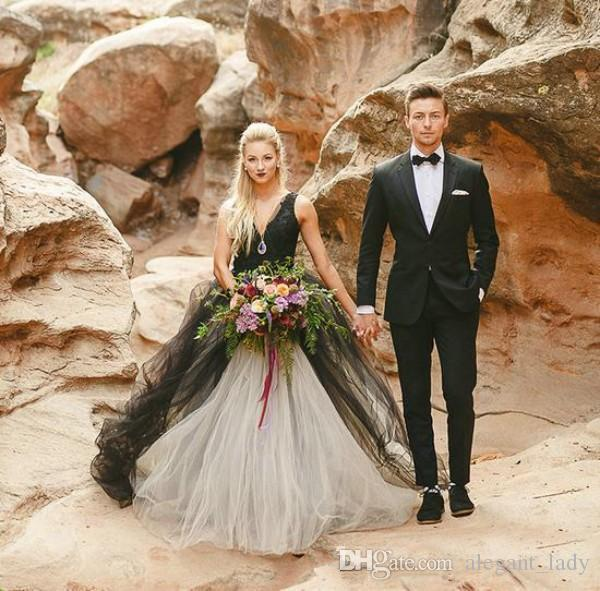 Vintage 2017 Black and White Wedding Dress Gothic Deep V Neck Sleeveless Lace Top Tulle Skirt Beach Bridal Gowns Backless Brides Wear