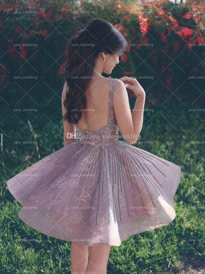 Vestidos de fiesta sin espalda de encaje de color púrpura con encaje gris Apliques con cuello en forma de abalorios Hasta la rodilla Vestidos de cóctel cortos Vestidos de fiesta formales Vestidos de noche