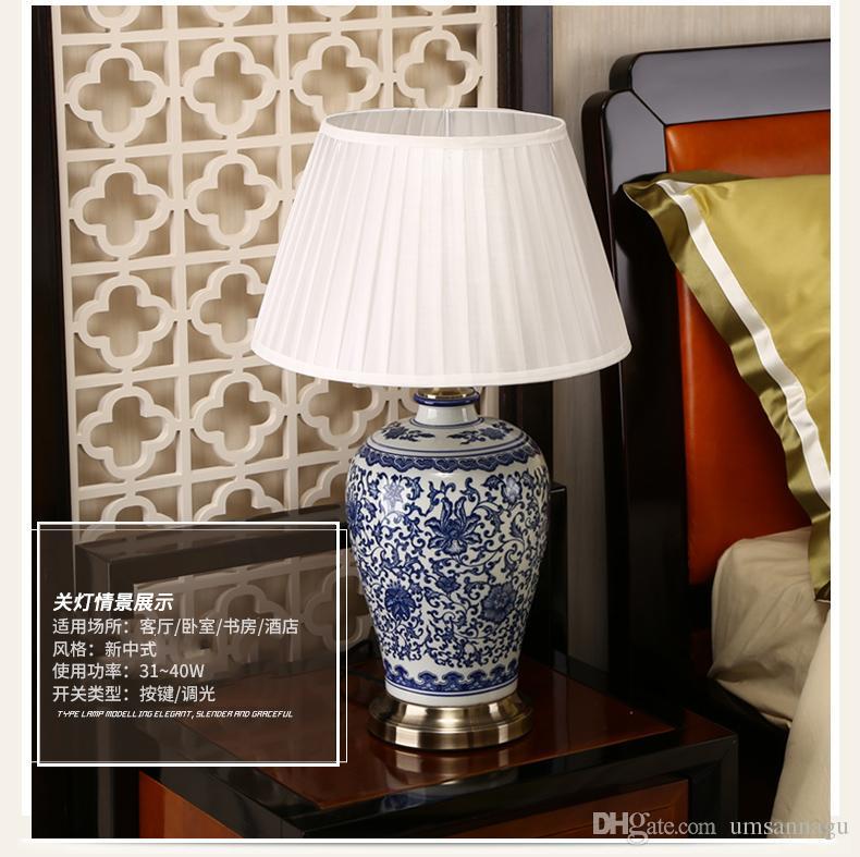 Chinois Bleu et Blanc En Porcelaine Lampes De Bureau Moderne Dimmable Chine Fleur Lampe De Lecture Maison Intérieur Chambre Salon Lit Côté Table Lumière
