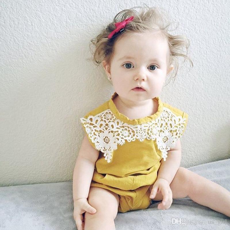 INS Infant gelbe Spitze Strampler Körper Anzug Baby Mädchen ärmellose Spitze Outfit Floral Strampler Overall O-Ausschnitt gelbe Sunsuit Kleidung