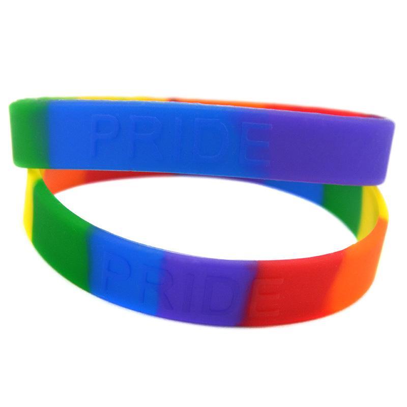 100 adet Gökkuşağı Renkler Gurur Silikon Kauçuk Bilezik Trendy Dekorasyon Kabartmalı Logo Yetişkin Boyutu Promosyon Hediye Için