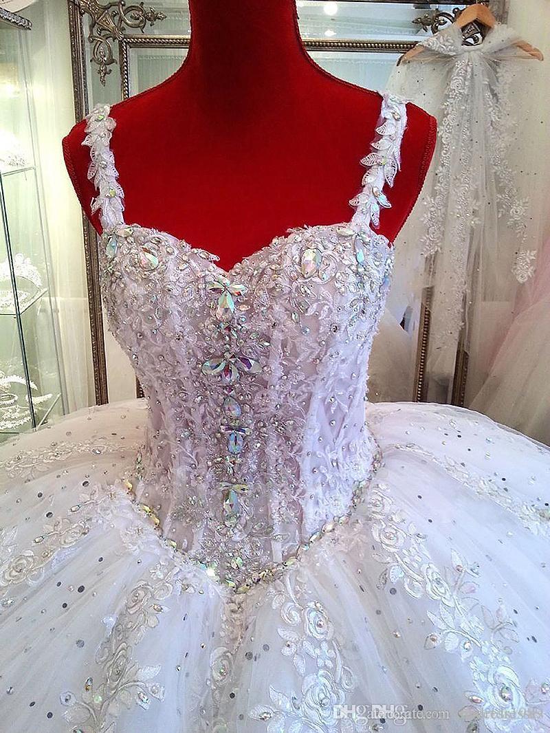 Wunderschöne Ballkleid Brautkleider Spaghetti Riemen Kirche Brautkleid Kapelle Zug mit Applikationen Kristall Hochzeitskleid