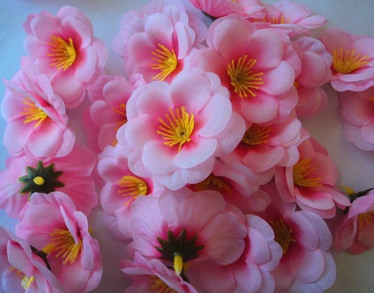 Artificielle 6 cm Soie Plum Blossom Pêche Sakura Cerise Tête Têtes De Fleur De Mariage Fournitures Florales Pour Les Cheveux De Mariée Clips Bandeaux Dress