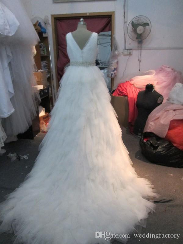 멋진 실제 이미지 웨딩 드레스 라인 브이 넥 셔플 Tulle 장식 정교한 파란색 맞춤 벨트와 치마 웨딩 드레스