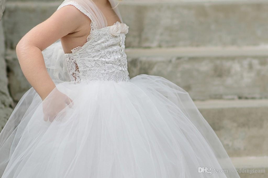 Mignon Blanc Bracelet Tulle Dentelle Fleur Filles Dresse Off épaule rez Backless petite robe des filles pour les mariages robe de première communion