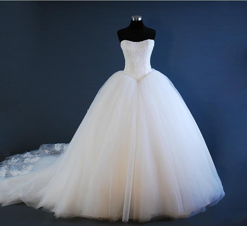 Kim Kardashian Vestidos de novia sin tirantes corpiño corpulento tul bola vestido elegante corsé bridal simple tren tren 2021 magnífico celebridad