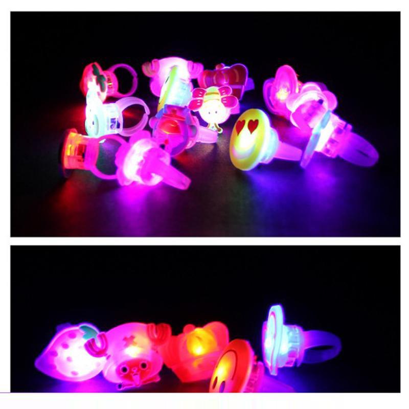 Karikatur-blinkende Ringe mit Schaukarton-blinkendem LED-Licht-Glühenringspielzeug für Partei-Weihnachtshalloween-Geschenk des Kindes