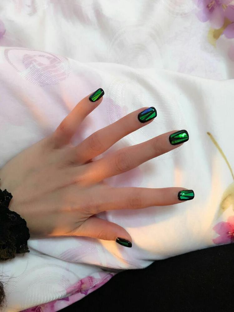 Hot Sale Handmade Fake Nails Shattered Emerald Designed Short Square ...