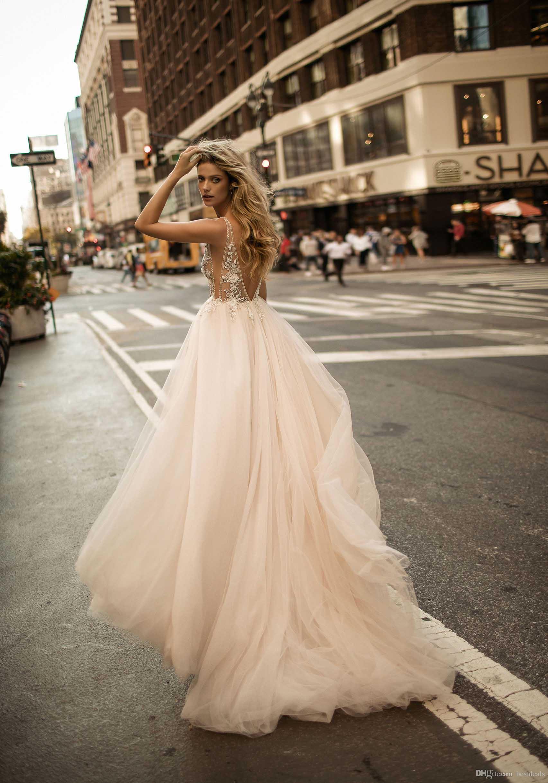 Berta 2020 Sexy profondo scollo a V See-through abiti da sposa in rilievo Fiori completa Tulle A Line Wedding Gowns Beach Abiti da sposa