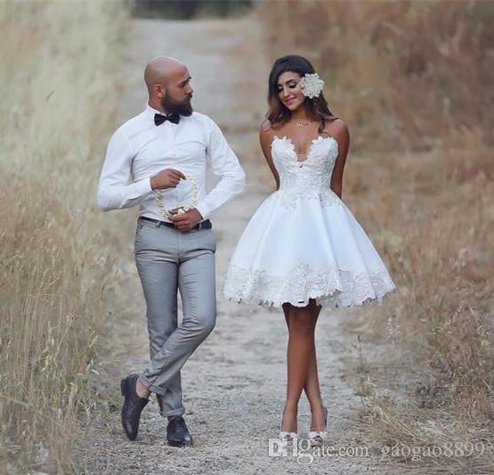 Sexy vintage Beach country Short Wedding Dresses 2019 Sweetheart Neck Appliques Satin Robe de mariee mini garden Bride Dresses