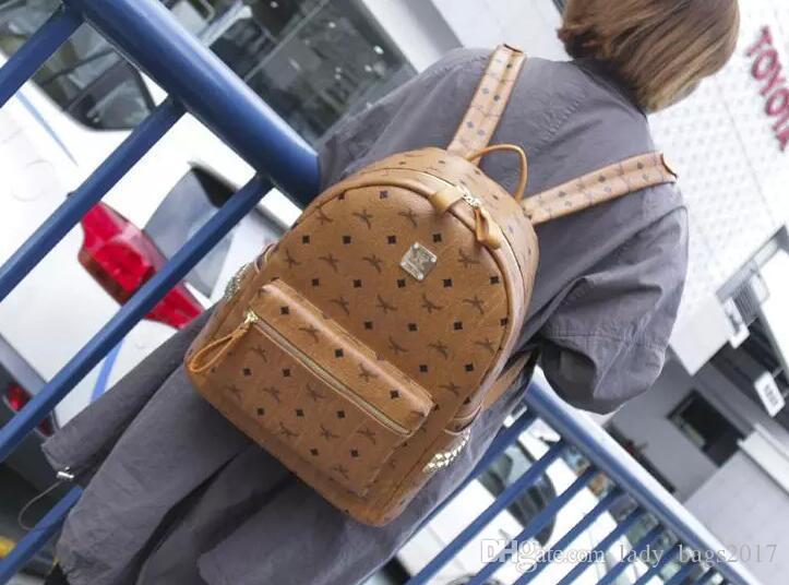 Erkekler Kadınlar için en Kaliteli kore PVC deri Perçin sırt çantası sprots okul sırt çantaları Punk Perçinler sırt Orta Küçük Boyutu ...