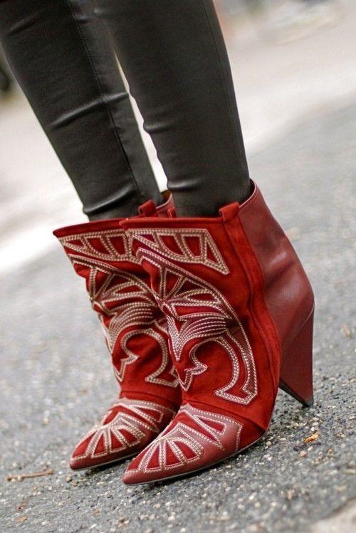2017 الخريف الشتاء الجلد المدبوغ و الجلود أشار تو السيدات قصيرة الجوارب حذاء امرأة سبايك الكعوب المطرزة الكاحل أسود أحمر