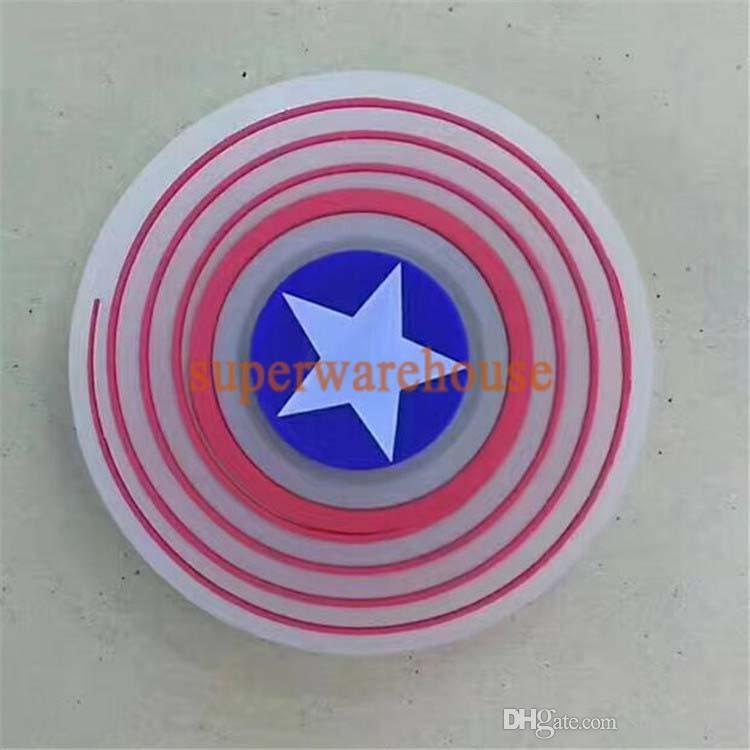 Nuove luci Capitan Shield americano Guardie giroscopio Pirate King Skull Head Giocattoli a quattro dita la decompressione delle dita
