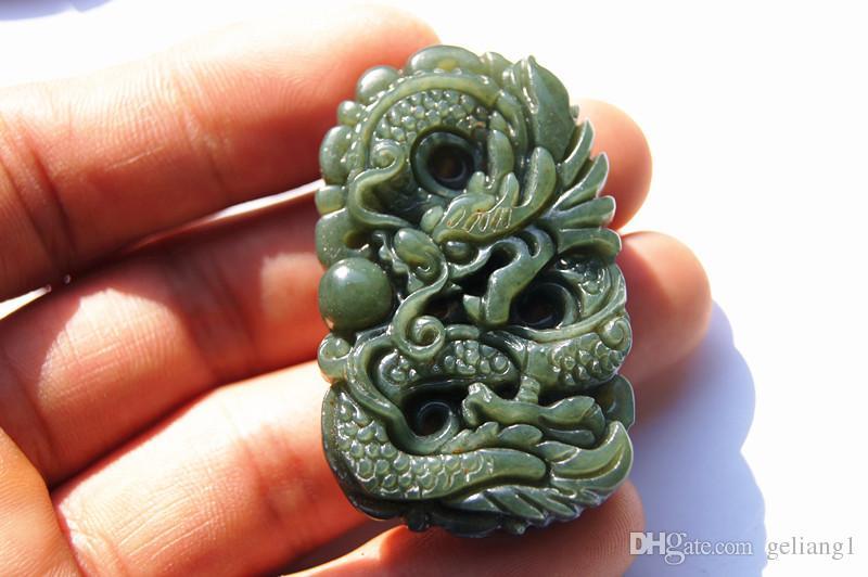 Kostenlose Lieferung - schöne natürliche Hetian Öl grüne Jade, handgeschnitzte Perlen Jade Drachen spielen. Amulett Halskette Anhänger,