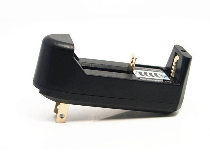 2016 Chaud Chargeur Universel Simple Fente Pour 3.7 V 450 mA 18650 16340 14500 Li-ion Rechargeable Batterie EU US Plug Charge Adaptateur