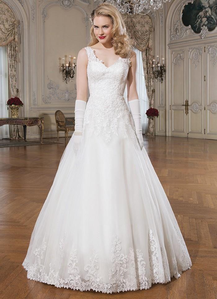 Latest Tulle A Line Wedding Dresses White V Neck Back