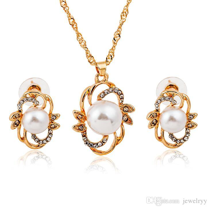 Luxury Women Pearl Stud Earrings Pendant Necklace Set Gold Plated Crystal Pearl Earring Necklaces Bridal Jewelry Set for wedding prom party